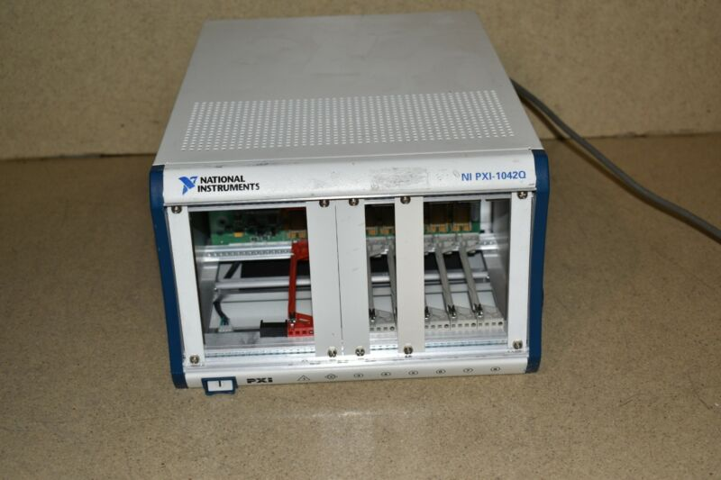 ^^ National Instruments NI PXI-1042Q Chassis / 8-Slot PXI Mainframe
