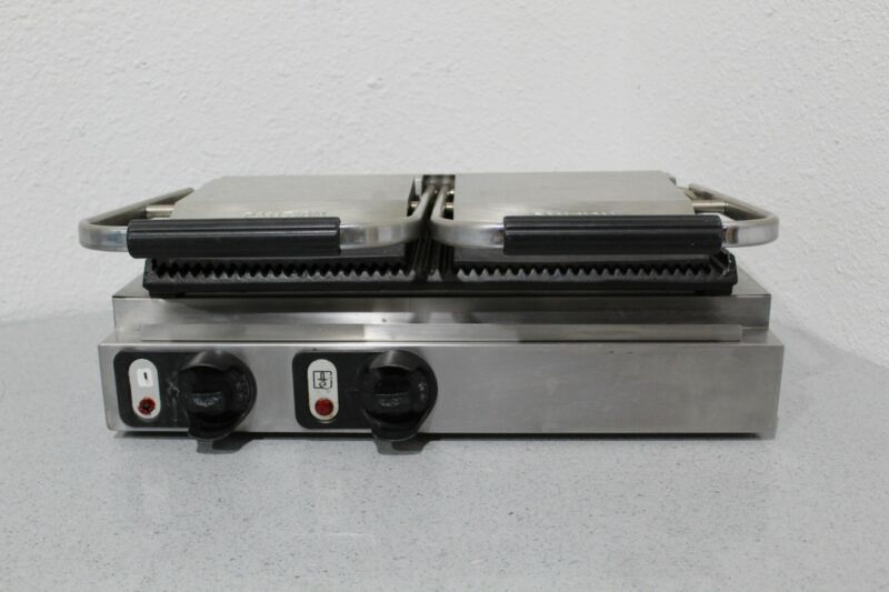 Vollrath Cayenne 40795 Professional 220v Double Cast Iron Panini Sandwich Press