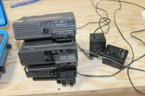 LOT OF 3 MOTOROLA MINITOR II WITH BASES