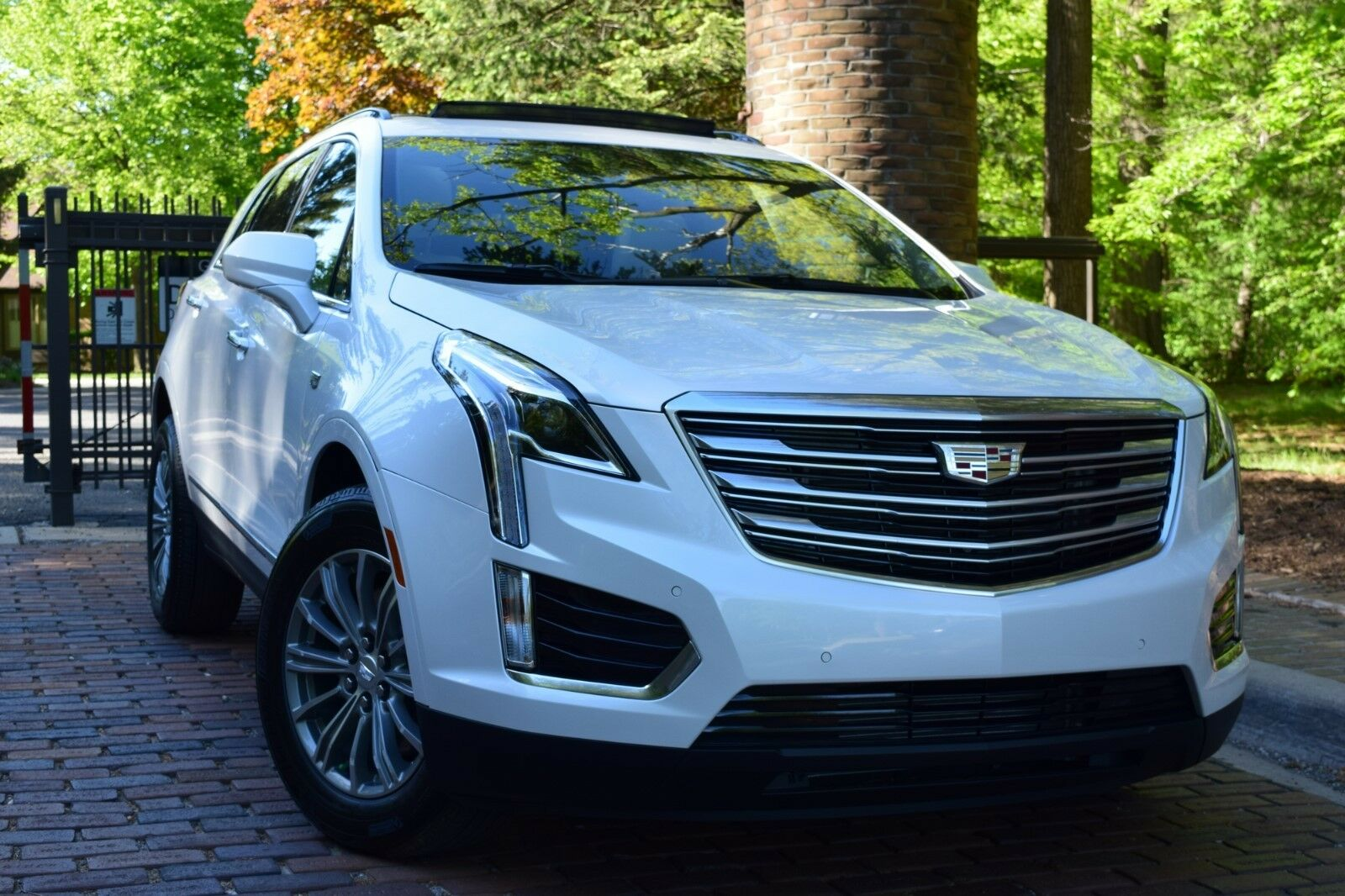 2017 cadillac xt5 luxury awd sport utility 4 door. Black Bedroom Furniture Sets. Home Design Ideas