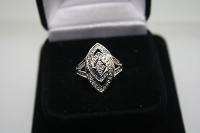 STUNNING 10KT SOLID, NATURAL DIAMOND RING