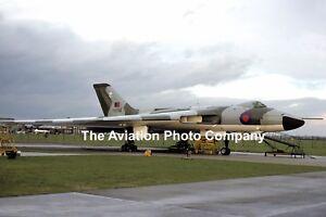 RAF 230 OCU Avro Vulcan B.2 XH554 (1975) Photograph