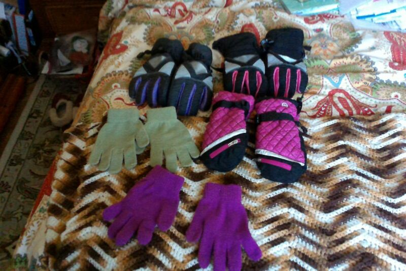 girls gloves, size 7-14, lot of 5, pre-owned, used, ski gloves, mittens