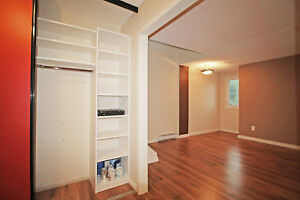 Lovely 3 Bedroom Condo Townhouse in South-End Barrie - 506 Essa