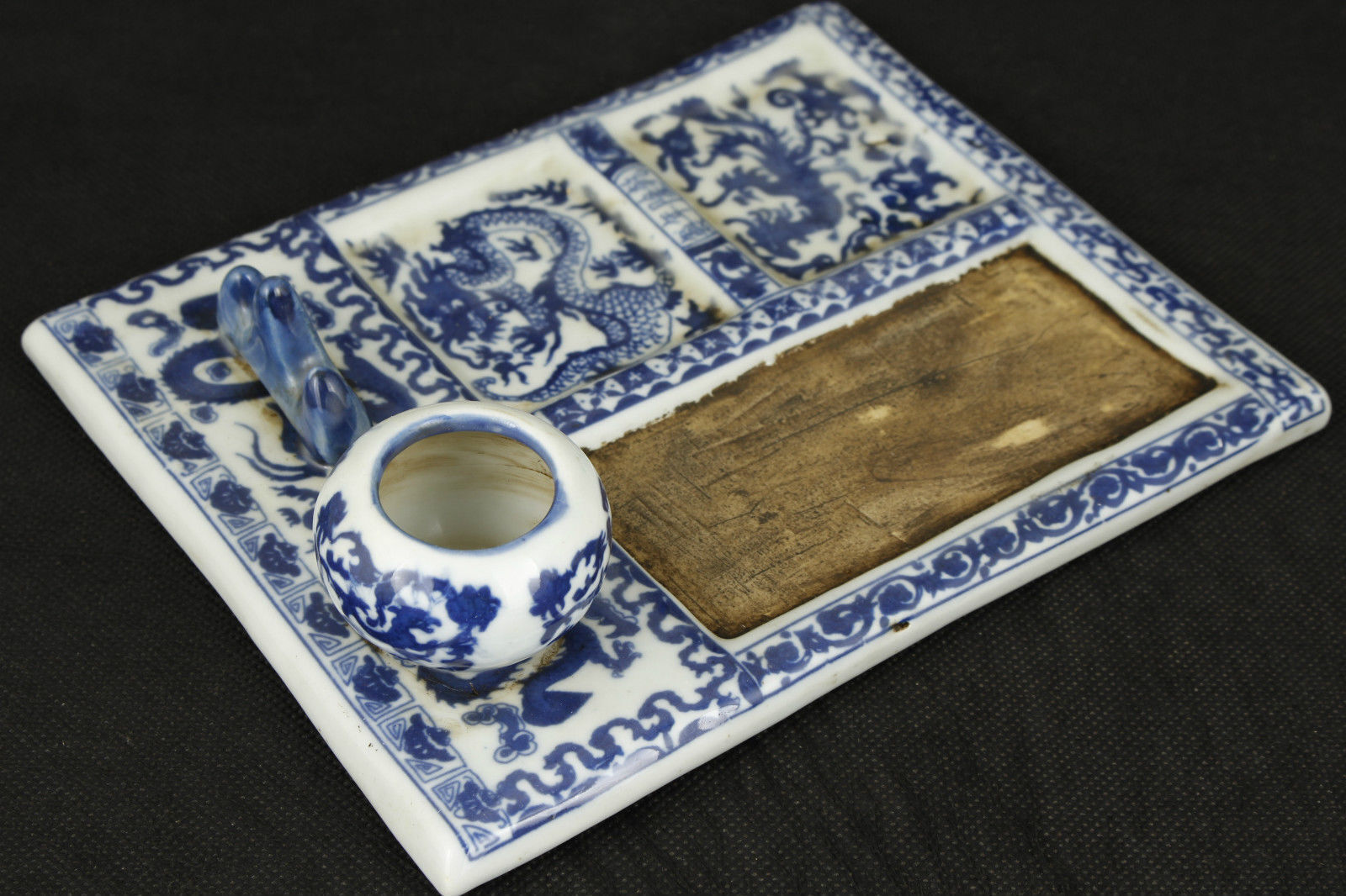 Collectible Chinese Blue and white porcelain Dragon Word Inkstone NRR