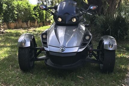 Can Am Spyder 2013 1000cc. Owners books Bargain