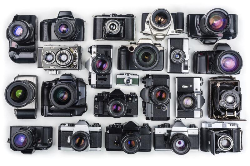 Von Spiegelreflex- bis zur Kompaktkamera: Die Welt der Analogfotografie ist bunt und vielfältig. (Foto: Thinkstock)