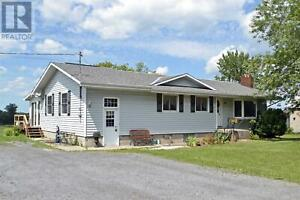 195/207 3rd Concession RD Greater Napanee, Ontario