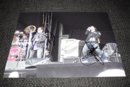 JOURNEY Arnel Pineda & Neal Schon signed Autogramm auf 20x28 cm Foto InPerson