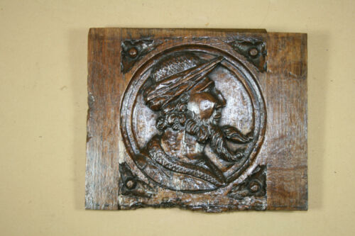 17TH  OR 18TH CENTURY OAK PANEL WITH HEAD OF A MAN
