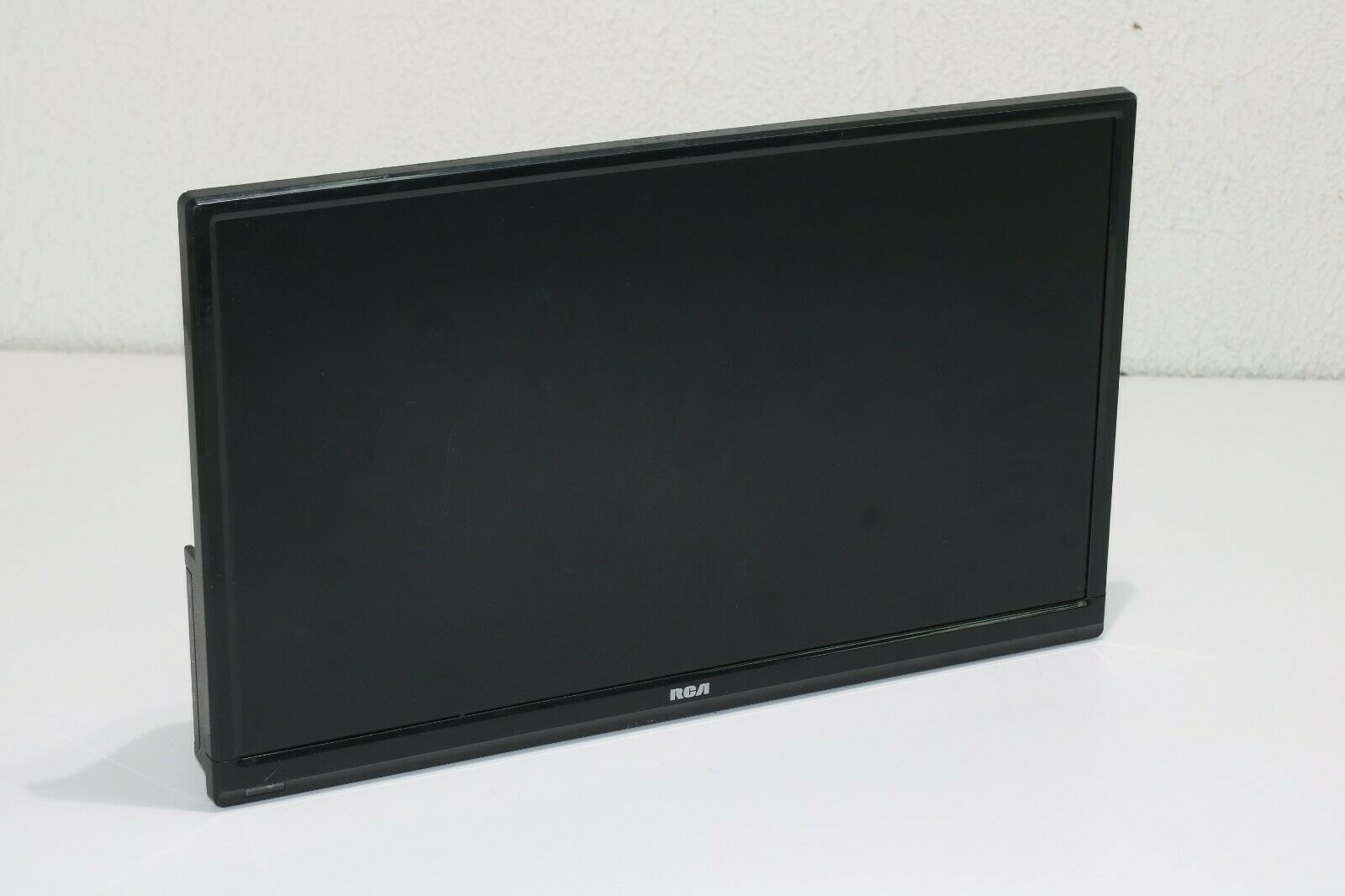 "RCA RT1970-B 19"" 720p 60Hz LED TV **PLEASE READ**"