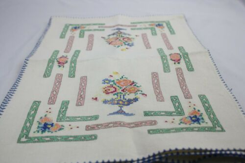 Excellent Vintage Embroidered Linen Placemat and Napkin Set of Six