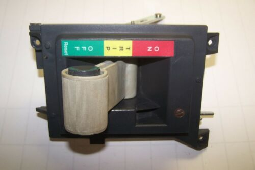 CUTLER HAMMER 2100 SERIES MCC HANDLE LEVER ON TRIP OFF FOR MOTOR CONTROL BUCKET