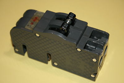 Zinscoubi 30 Amp 2-pole Breaker Type Q Wide