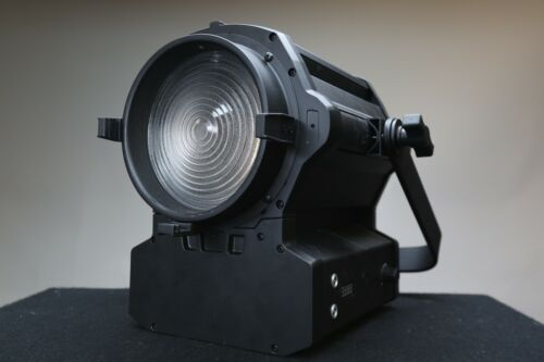 iKan WS-F200D LED Fresnel