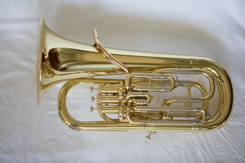 YAMAHA YEP642 EUPHONIUM, IN CASE Lacquer finish. EXCELLENT CONDITION