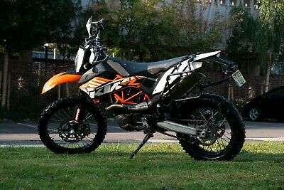 KTM 690 Enduro R 2013 with Tusk off-road panniers