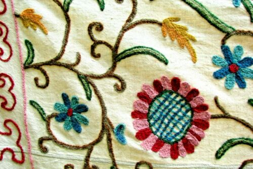 ANTIQUE VINTAGE CREWEL EMBOIDERED BEDSPREAD BEAUTIFUL BOLD COLORS