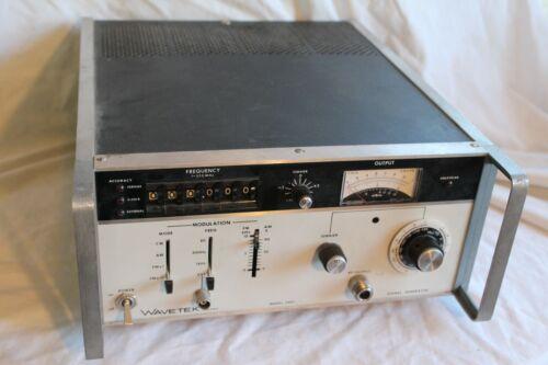 WAVETEK 3001 - 1 to 520 MHz (CW, AM, FM) RF SIGNAL GENERATOR - PLEASE READ
