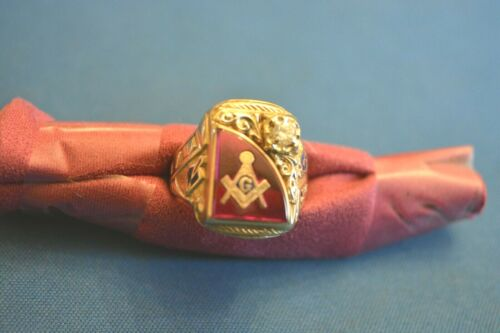 Masonic Gothic 10k Gold ring with aprx. 25 point diamond. Beautiful inlay, rare.