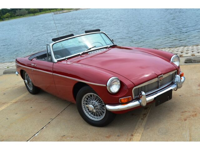 Image 1 of MG: MGB Burgundy GHN4U138680G