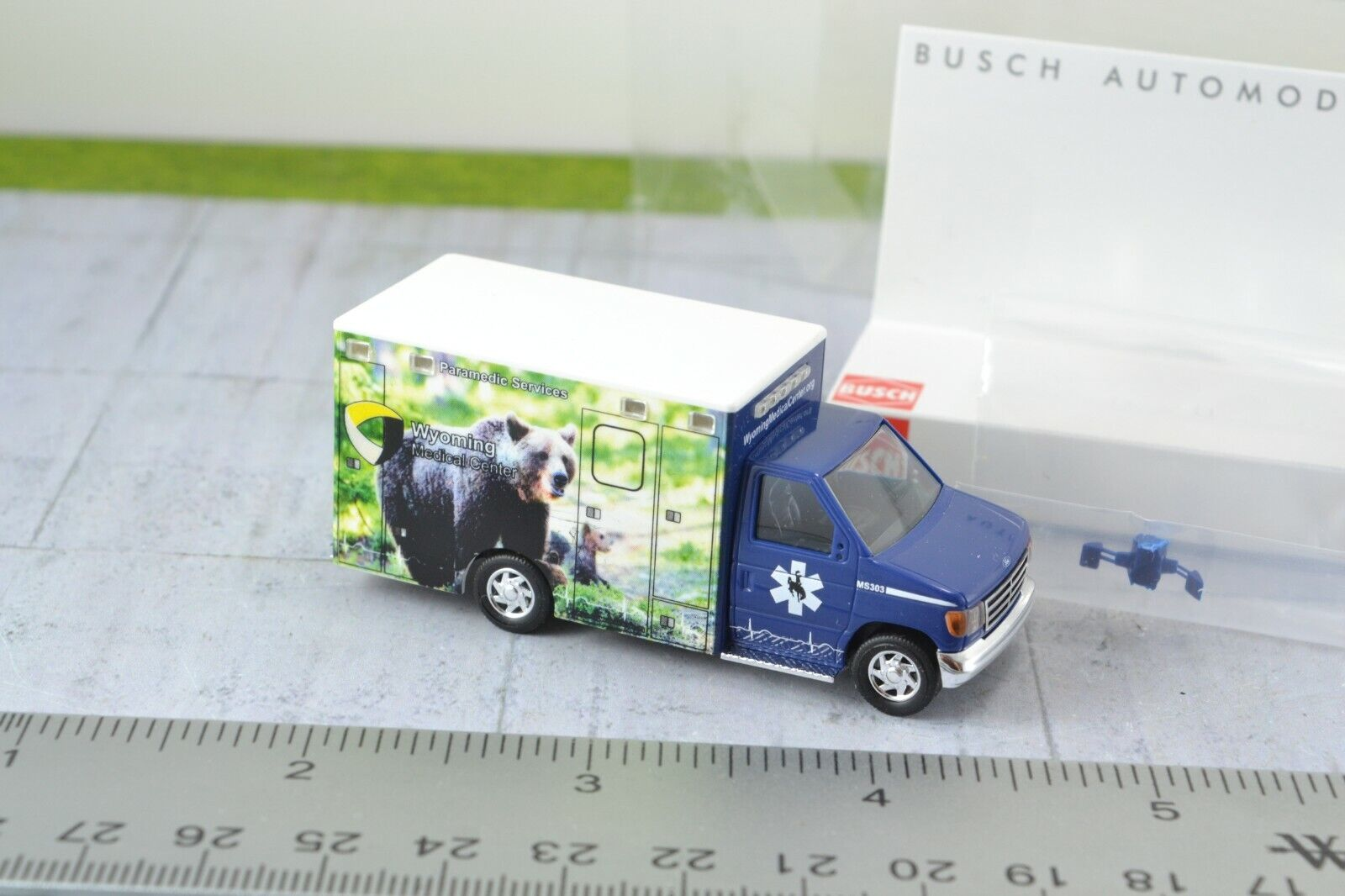 """Busch 41847-1//87//h0 ford e-350 Ambulance-Wyoming Medical Center /""""Moose/"""""""