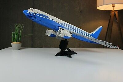 !!Retired!! LEGO Boeing 787 Dreamliner Set (10177) Pre-Owned
