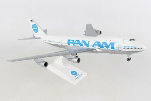 Skymarks SKR998 Pan Am N747PA 747-100 1/200 Scale Model with Stand and Gears