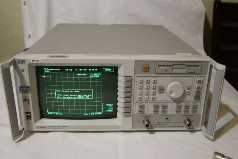 Agilent 8712ET 300Khz - 1300Mhz RF Network Analyzer