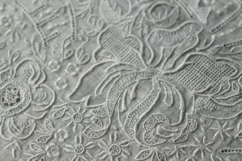 Vtg Antique Heavily Hand Embroidered Wedding Handkerchief Needle Lace Filling