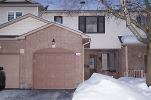 3 + 1 Bedroom townhouse - South Keys Bank/Hunt Club - March 1st