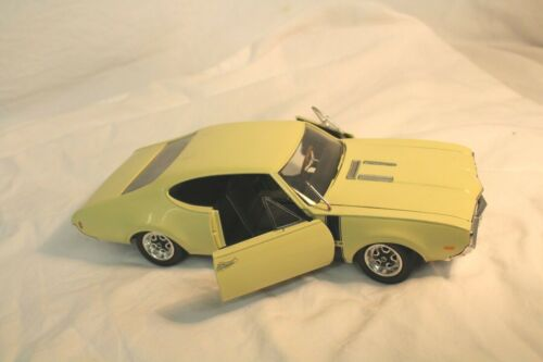 ERTL 1968 442 Oldsmobile Cutlas 1:18 Die Cast Car
