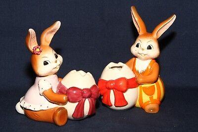"""Goebel Hase Hasen Paar 2 Figuren mit Ei Väschen """"Geschenk für meine Liebste"""" TOP"""