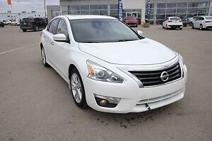 2013 Nissan Altima 2.5 SL Great value! Heated seats, Power lo...
