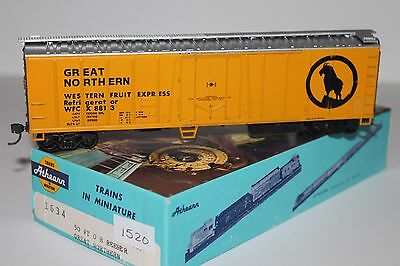 HO Scale Athearn 1634 Great Northern 50' Single Door Reefer 8813 L1520