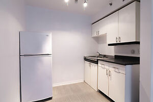 Des Pins & Clark - Milton Park -Studios available -with wifi