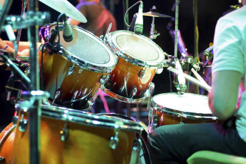Die besondere Spezies Mensch: Drummer holen überall was raus – auch aus gebrauchten Schlagzeugen. (Foto: Thinkstock)