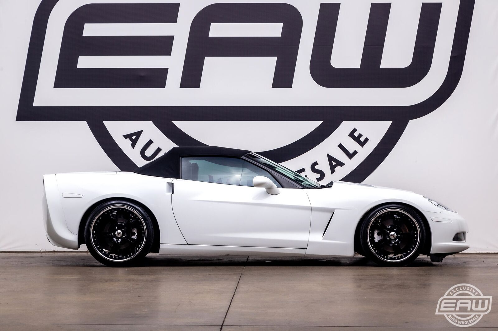 2005 White Chevrolet Corvette Convertible    C6 Corvette Photo 9
