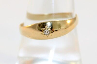 Vintage 18ct Gold Gypsy Ring with one Small Diamond (Size P)