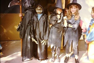 1980s kids in halloween costume witches vintage 35mm slide Gm13