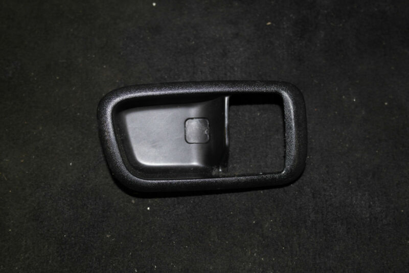 LEXUS IS200 MK1 1998-2005 FRONT INNER DOOR HANDLE O/S O/S/F PLASTIC SURROUND