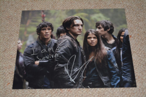 RICHARD HARMON signed  Autogramm 20x25  In Person THE 100 + QUOTE !!