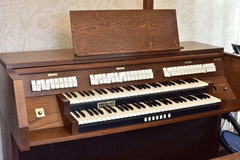 Eminent Church / classical organ, two manuals and full pedalboard