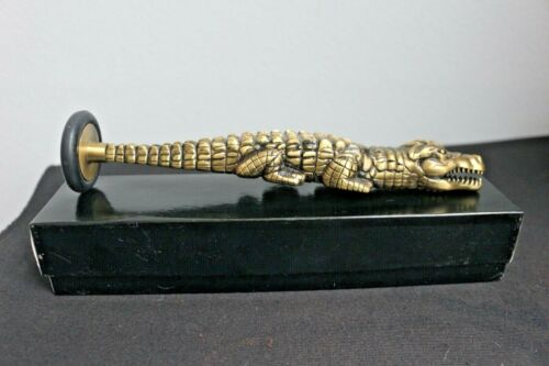 VINTAGE ALLIGATOR SHAPED BAYER SPECIAL PEDIATRICAINS PERCUSSION HAMMER
