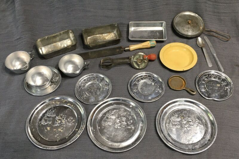 Vintage Aluminum Childs Kitchen Cookware 3 Little Kittens Dishes Toys 20 Pcs