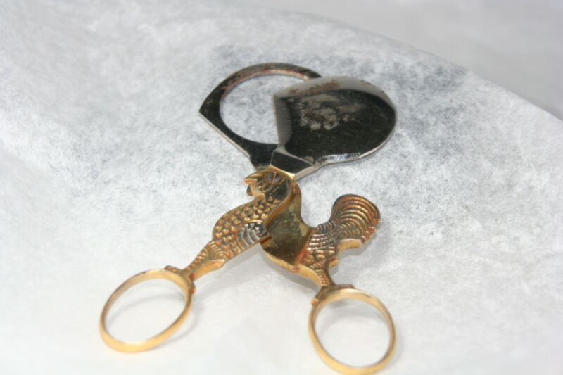 Original RARE ANTIQUE c1900~~METAL ROOSTER DESIGN EGG Scissors ~~