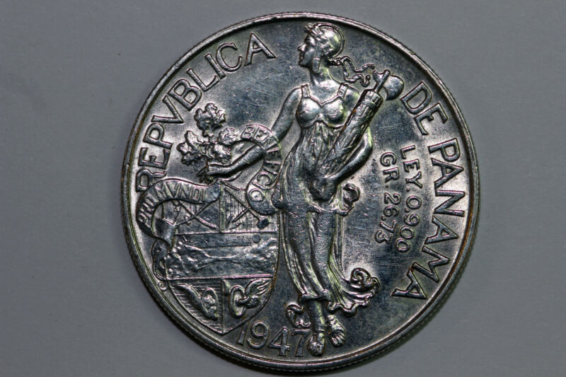 One 1947 Panama Balboa Large Silver Crown Sized Coin Extra Fine (PAN309)