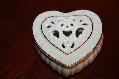 LENOX FINE PORCELAIN HEART SHAPE TRINKET JEWELRY BOX WITH LID