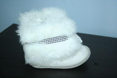 Toddler Infant Girls Size 2  OshKosh Short White Furry Boots Shoes - Girls White Furry Boots
