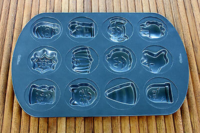 Spooky Halloween Baking (Wilton Non-Stick Halloween 12 Cookie Candy Mold Baking Tray)
